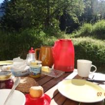 Frühstück hiterm Haus